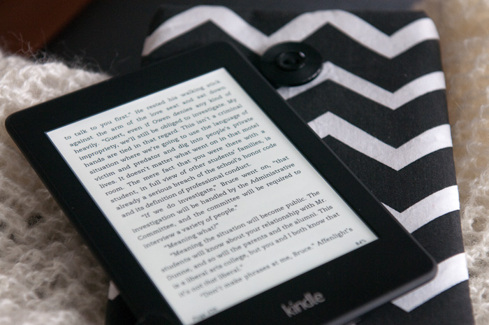 Kindle and knitting || www.dianeschuller.com